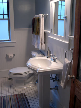 Westview Bungalow's bathroom 1